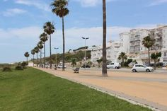 Apartamento Playa Los Bateles Conil Apartamento Playa Los Bateles offers accommodation in Conil de la Frontera, 34 km from Cádiz and 45 km from Jerez de la Frontera. The property features views of the sea is 39 km from El Puerto de Santa María.
