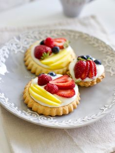 Meyveli Tart - picture for you Tart Recipes, Fruit Recipes, Cheesecake Recipes, Dessert Recipes, Cakes Plus, Fruit Tart, Delicious Fruit, Mini Desserts, Food Cravings