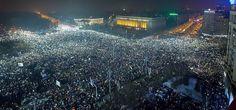 FOTO SUPERBĂ – Peste 250.000 de oameni au ieșit la proteste în Piața Victoriei!