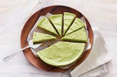 No bake avocado-cheesecake - Recept - Allerhande - Informationen zu No bake avocado-cheesecake – Recept – Allerhande Pin Sie können mein Profil g - Healthy Cake, Healthy Dessert Recipes, Healthy Baking, Clean Eating Recipes, Healthy Snacks, Avocado Cheesecake, Paleo Cheesecake, Halloumi, Baked Avocado