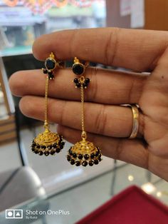 Jewellery Set For Wedding Gold Jhumka Earrings, Indian Jewelry Earrings, Jewelry Design Earrings, Gold Earrings Designs, Ear Jewelry, Bridal Jewelry, Beaded Jewelry, Gold Bangles Design, Gold Jewellery Design