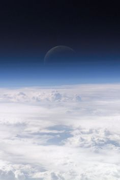 Take 1 Look at This INSANE Photo of the Moon, and You'll See Why It's Going Viral