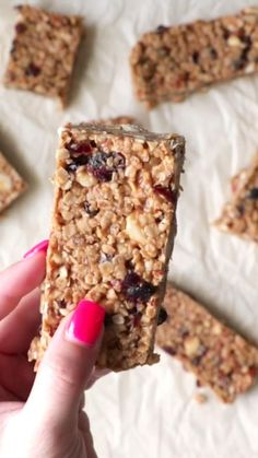 Oatmeal Bars Healthy, Breakfast Bars Healthy, Healthy Bedtime Snacks, Healthy Protein Snacks, Healthy Bars, Healthy Breakfasts, Eating Healthy, Diy Breakfast Bar, Homemade Breakfast Bars