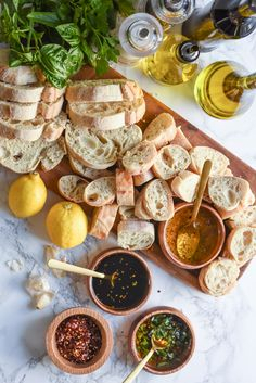 Vist The Sweetest Occasion for loads of delicious party appetizer recipes, including this fun bread and oil dipping station! A Bread + Oil Appetizer Dipping Station - Bread and Olive Oil Appetizer Dipping Station Appetizer Dips, Appetizers For Party, Appetizer Recipes, Wine Appetizers, Italian Food Appetizers, Bread Appetizers, Comida Picnic, Bread Oil, Bread Dipping Oil