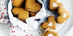 Sitrustäytteiset piparit Gingerbread Cookies, Cupcakes, Desserts, Food, Gingerbread Cupcakes, Tailgate Desserts, Cupcake Cakes, Deserts, Essen