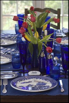 Tablescape ~ Cobalt Blue ~ Blue Willow Blue Willow China, Blue And White China, Blue China, Red White Blue, Blue Dishes, White Dishes, Bleu Cobalt, Beautiful Table Settings, Blue Plates