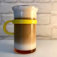 Huuuuuummmm ! Le super petit Latte Macchiato maison ! J'ai préparé un café Congo Bonobo avec ma nouvelle petite cafetière french press Bodum j'ai fait mousser du lait végétal d'amande intense un peu de sirop caramel au fond et de cacao dessus et voilà ! Un vrai régal et un bon #kif à ajouter sur ma liste du jour !  #café #coffee #lattemacchiato #latte#frenchpress #bodum #bjorg #laitvegetal #mousse #cuisine #recettemaison #bjorg #cafe #instacoffee #caffeine #coffeegram #coffeeoftheday…