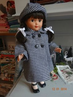 francette avec un manteau de M.T. octobre 1957 chezmariefil