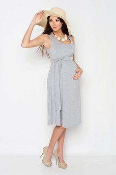 Viva la Mama | Nursing dress VERANO (grey). This dress is your beautiful companion during the pregnancy, for discreet breastfeeding and after the nursing period. The dress is a wonderful gift for Valentine's Day, birth or baby shower! With its integrated sash to be knotted below the breast, the dress is perfect for moms with or without a baby bump. It can be varied for different occasions, from elegant to casual.