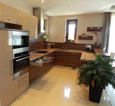 Modern konyhabútor cappuccino frontokkal Decor, House Design, Interior, Kitchen Cabinets, Small Kitchen, Modern Kitchen, Home Decor, Kitchen, House Colors