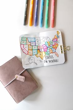 Learn how to easily draw maps in your Traveler's Notebook Travel Journal using this tutorial by Katie Smith on the Tombow USA Notebook Drawing, Notebook Doodles, Diy Notebook, Travelers Notebook, Best Travel Journals, Travel Doodles, Travel Wallpaper, Wallpaper Notebook, Travel Drawing