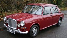Browse our classic and performance car buying guides, as well the latest classic car news, event info and features. Classic Cars British, Old Classic Cars, Classic Mini, British Car, Vintage Cars, Antique Cars, Old Fashioned Cars, Austin Cars, Classic Motors