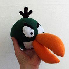 Patrones y tutoriales para el pájaro verde, el blanco, el negro-bomba y el cerdito chiquitito de angry birds #fieltro #patron #tutorial