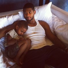 Stars Share Their Cutest Baby Snaps: : Usher cuddled with his son, Cinco. Source… Stars Share Their Cutest Baby Snaps: Celebrity Baby Pictures, Celebrity Babies, Celebrity Gossip, Celebrity Crush, Celebrity Children, Celebrity Style, Cute Kids, Cute Babies, Usher Raymond