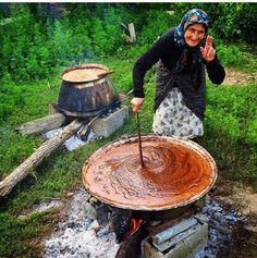 گیلان .. پخت رب گوجه سبز .Gilan .. cooking green tomato paste. Iran.