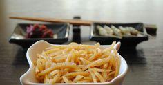 Сырой картофель трём на корейской тёрке, тщательно промываем под проточной водой от крахмала и оставляем в воде. В большой кастрюле кипятим воду, солим её и добавляем немного уксуса, что бы картошка н Автор: Mikha67