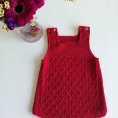 Ravelry: Bringebærkjolen pattern by Pinneguri Warmer, comfortable, useful baby vests. This pattern is only in Norwegian and will NOT be translated. Baby Knitting Patterns, Knitting For Kids, Baby Cardigan, Knit Baby Dress, Diy Dress, Dress Outfits, Knitted Baby Outfits, Knitted Heart, Baby Skirt