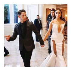 Olivia Culpo's Dress May Not Make any Pageant Queen Jealous Nick Jonas' girlfriend turns heads with her white look before showtime Nick Jonas Girlfriend, Nick Jonas Olivia Culpo, Celebrity Couples, Celebrity Style, Olivia Culpo Hair, Wedding Fail, Queen Outfit, Beautiful Suit, Queen