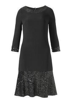 Jerseykleid  Bezauberndes Jerseykleid mit Paillettenverzierung am runden Ausschnitt, den Ärmelkanten und auf dem breiten, ausgestellten Rockteil. 3/4 Ärmel unterstreichen die mädchenhafte Wirkung des schlichten Schnittes, auf dem die Pailletten besonders gut zur Geltung kommen. Hinten wird das Kleid am Ausschnitt mit stoffbezogenen Knöpfen sowie einem Reißverschluss geschlossen. Das Kleid ist m...