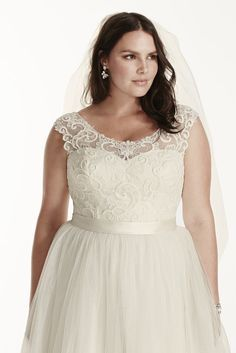 e4aa790e84 19 Stunning Wedding Dresses For Curvy Women