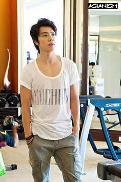 Donghae my heart skips a beat whenever I see a picture of him, even when I only see his name.