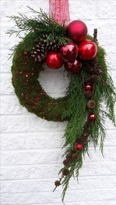 Door decorations for the Advent season # front door # Christmas tree balls . - Door decorations for the advent season door tree balls You - Christmas Decoration For Kids, Easy Christmas Ornaments, Christmas Flowers, Outdoor Christmas Decorations, Holiday Wreaths, Christmas Home, Christmas Crafts, Red Ornaments, Table Decorations