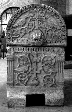 """Оригинал взят у uchitelj в Византийские плутео -2. Композиции с птицами Вернемся к нашим """" баранам """" - византийским каменным плитам, в том числе алтарным преградам,…"""