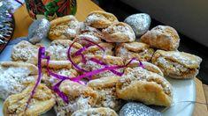 Máslo nasekáme do mouky,  přidáme vejce a vypracujeme  těsto. Těsto zabalíme do folie a necháme v chladu. Mezitím smícháme oříšky,  bílek, cukr,... French Toast, Bread, Cookies, Chicken, Breakfast, Desserts, Madness, Crack Crackers, Morning Coffee