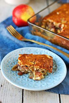 It's time for a nice comforting Easy Vegan Apple Cake. Healthy Afternoon Snacks, Healthy Vegan Snacks, Vegan Vegetarian, Sweet Desserts, Vegan Desserts, Vegan Recipes, Vegan Apple Cake, Vegan Dishes, Going Vegan