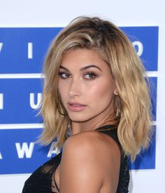 We bring the the hottest and sexies bikini pics of canadina singer Justin Bieber's model Girlfriend Hailey Baldwin.Hot images of JB fiancé Hailey Baldwin Bangs Sideswept, Bangs Updo, Hairstyles With Bangs, Easy Hairstyles, Hairdos, Blonde Side Bangs, Side Swept Bangs, Medium Length Hair With Bangs, Long Hair With Bangs