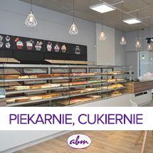 W ofercie regały piekarnicze skonstruowane na bazie regału metalowego z dodatkami na produkty piekarnicze lub cukiernicze – półki, szuflady, osłony z pleksi. Regały można łączyć w ciągi dostosowane do wielkości ekspozycji. Dostępne są także regały z drewna klejonego lub z płyty laminowanej. #bakeryelove #bakerycafe #piekarnia #storedesign #design #store #interior #furnituredesigner #wystrojwnetrz #showroom #retrostyle #polishdesign #meble #galleryart #furnituredesign #interiordesign Showroom