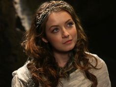 The more times I see Sarah Bolger... the more convinced I am that she looks like Sii.........