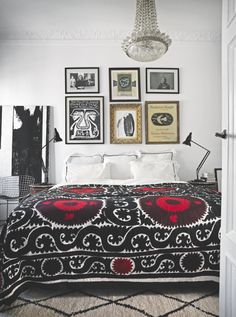 This cosy bedroom is a wonderful way of doing an ethnic look with a monochrome…