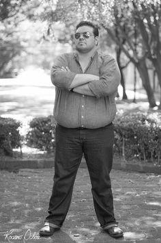 NOMBRE: JUAN CARLOS ANDRADE CARRADA  PROFESIÓN: LIC. RELACIONES PÚBLICAS – MARKETING DIGITAL  EDAD: 30 AÑOS  NACIONALIDAD: MEXICANO  TWITTER: https://twitter.com/Tech_HunterMX