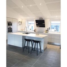 Klar til gæster #køkken #hay #haydesign #vipp #rc #royalcopenhagen #nicolasvahe #string #stringpocket #stelton #housedoctor #nybyg #nybyggeri #danskdesign #interiør #nordiskehjem #bolig #bobedre #boligmagasinet #skandinaviskehjem #myhome #homedecor #boligindretning #interior4you #design #nordicinspiration #interior #instagood #instamoment #kitchen