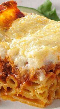 My mother used to work so hard in the kitchen to make this classic Greek dish, and the results were always well worth her effort. My recipe for pastitsio is easier, a bit lighter and every bit as great as Mom's. Easy Pasta Recipes, Chicken Recipes, Dinner Recipes, Cooking Recipes, Recipe For Pastitsio, Greek Pastichio Recipe, Greek Recipes, Italian Recipes, Greek Pastitsio