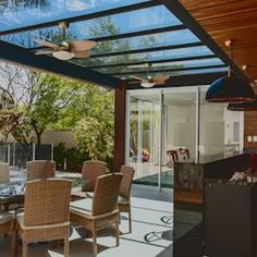 Cobertura vidros residencial proteção solar. Diy Pergola, Gazebo, Outdoor Living, Outdoor Decor, My Secret Garden, Building Plans, House Front, Small Apartments, Sweet Home