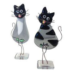 Skønne glasfigurer som fugle, katte, engle, huse og mange flere. Køb glaskunst online her eller i butikken på havnen i Ringkøbing.