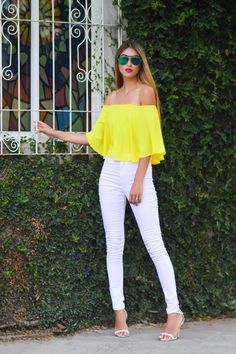 Off the shoulder outfit, yellow top , white highwaisted jeans, white and yellow outfit, street style Mode Outfits, Casual Outfits, Fashion Outfits, Fashion Trends, Yellow Outfits, Jean Outfits, Jeans Fashion, Yellow Off Shoulder Top, Shoulder Tops