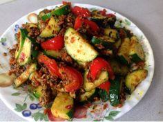 Zuchinni Sweet Pepper With Basil Minced Chicken--西葫芦甜椒炒九层塔碎鸡肉