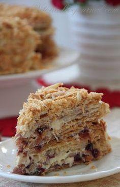 Не знаю как вы ,а вот я если увижу торт в интернете,журнале или книге и он мне понравится, я сразу знаю что я его буду готовить и это будет вкусно. Так и в этот раз попала я в гости в журнал к Катерине katelig и влюбилась в её красивые фотографии торта по бабушкиному рецепту. Катюш огромное тебе…