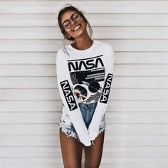 Geek Chic with a nasa sweater and spectacle. & How To Be The Girl That Everyone Looks At The post How To Be The Girl That Everyone Looks At appeared first on Trendy. Fashion Mode, Teen Fashion, Fashion Outfits, Womens Fashion, Style Fashion, Cheap Fashion, T Shirt Fashion, Fashion Trends, Fashion Ideas
