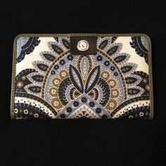 SPARTINA 449 JULIETTE SNAP WALLET AUTHENTIC SPARTINA 449. New never used. Olive green and dark brown leather with multi colored linen. Measures 8 inches wide and 5 inches tall. NO TRADING!! Reasonable offers welcomed no low balling pretty please. Thanks for stopping by my closet  Spartina 449 Bags Wallets