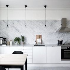 White, marble and a touch of black = kitchen perfection 👌🏼 Don't forget our MEGA EASTER SALE starts tomorrow! See previous post for details. Black Kitchens, Home Kitchens, Gray And White Kitchen, Scandinavian Kitchen, Ikea, Interior Design Kitchen, Interiores Design, Home And Living, Living Room