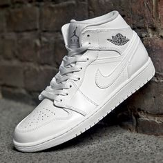 187613c40caf63 Air Jordan 1 mid White Grey