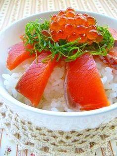 お手抜きひな祭り♪サーモンとイクラの親子丼・菜の花の辛子和え・桜餅を食べました。