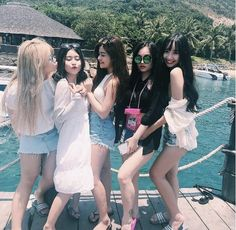 on the company retreat Ulzzang Korean Girl, Ulzzang Couple, Bff Goals, Best Friend Goals, Estilo Swag, Blonde Anime Girl, Korean Best Friends, Korean Couple, Bff Pictures
