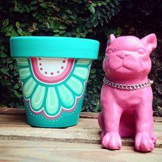 Por aqui  El combo elegido es este perri #bulldog que no puede mas de lindo + maceta N*16!! Esta dupla de colores enamora!!! Combos y mas combos!! ❤❤❤ Gracias!!! #jueves #macetaspintadas #perrosbulldog #love #pink #pintadoamano #verdequetequieroverde #natura #flowers #deco #home #garden #decoracion #objetosdecorativos #objetosdediseño