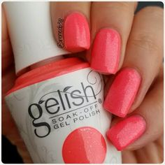 Irene is giving us totally fun vibes with these nails she got using her gifted Gelish Soak-Off Gel Polish in Me, Myself-ie and I. Get #SelfieReadyNails in a snap with this salon-exclusive. Products were gifted as part of the Preen.Me VIP program together with Gelish.