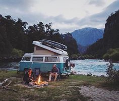 Tag someone you'd travel with! Van life by Van Life, Vw Minibus, Combi Wv, Camping Sauvage, Kombi Home, West Coast Road Trip, Volkswagen Transporter, Vw Bus, Van Living